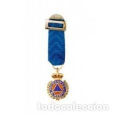 Militaria: MEDALLA MINIATURA DE PROTECCIÓN CIVIL CATEGORIA ORO. Lote 237189590