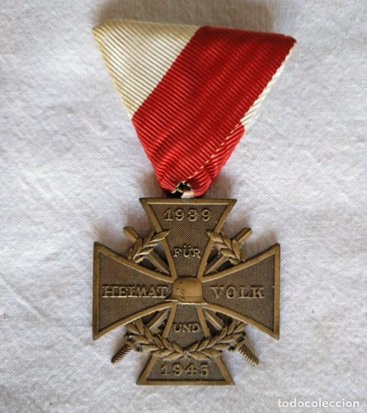 CRUZ AURTRÍACA CON ESPADAS, 2ª. GUERRA MUNDIAL. (Militar - Medallas Extranjeras Originales)