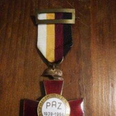 Militaria: MEDALLA CRUZ CONMEMORATIVA 25 AÑOS DE PAZ, 1939 1964.. Lote 152063530
