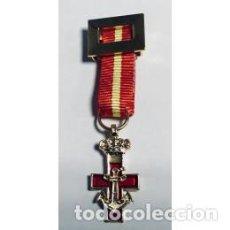 Militaria: MEDALLA MINUATURA AL MERITO NAVAL DISTINTIVO ROJO. Lote 237190400