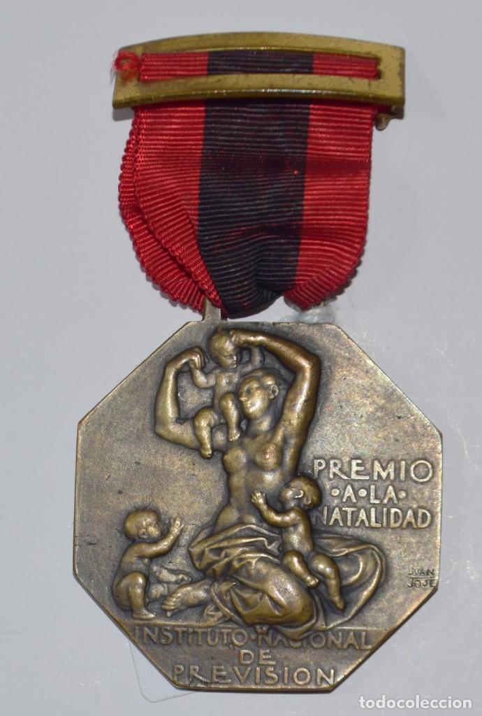 Militaria: MEDALLA PREMIO A LA NATALIDAD CAJA NACIONAL DE SUBSIDIOS FAMILIARES. Franco - Foto 2 - 153014042