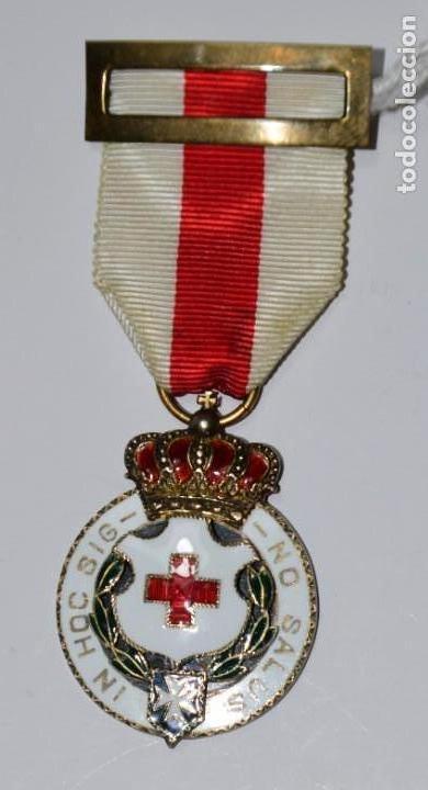 Militaria: Medalla Cruz Roja grabada en su parte posterior. In Hoc Sig-No Salus - Foto 2 - 153096914