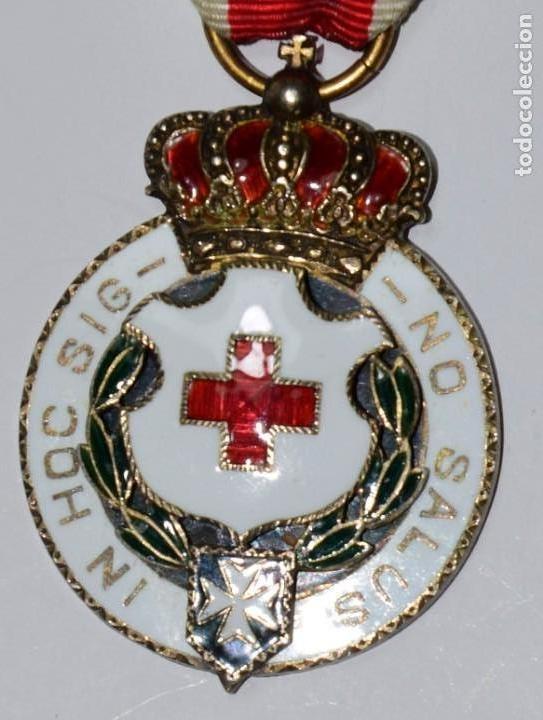 MEDALLA CRUZ ROJA GRABADA EN SU PARTE POSTERIOR. IN HOC SIG-NO SALUS (Militar - Medallas Españolas Originales )