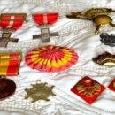 Militaria: LOTE DE MEDALLAS MILITARES ( VARIAS EN PLATA ) Y EMBLEMAS E INSIGNIAS. Lote 153240310