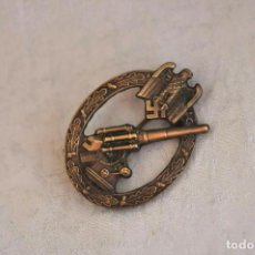 Militaria: ARMY ANTI-AIRCRAFT BADGE. Lote 153960814