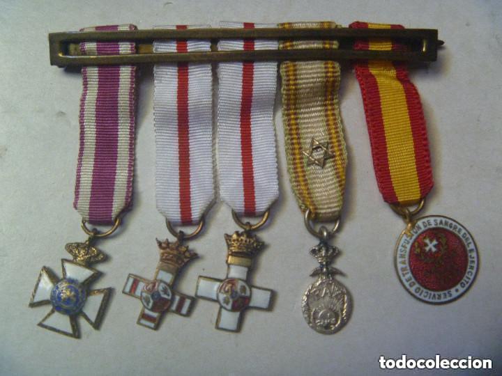 PASADOR DE 5 MEDALLAS EN MINIATURA: S. HERMENEGILDO, MERITO MILITAR BLANCO, CRUZ ROJA. EPOCA FRANCO (Militar - Cintas de Medallas y Pasadores)