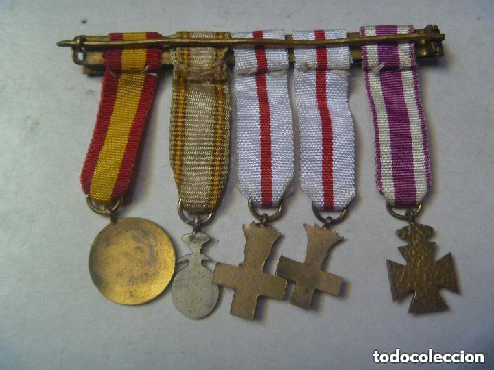 Militaria: PASADOR DE 5 MEDALLAS EN MINIATURA: S. HERMENEGILDO, MERITO MILITAR BLANCO, CRUZ ROJA. EPOCA FRANCO - Foto 2 - 154682286