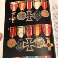 Militaria: PASADOR DE OFICIAL DE LA DIVIDION AZUL CON NOMBRE Y APELLIDOS.DOCUMENTADO EN LIBRO.. Lote 157945758
