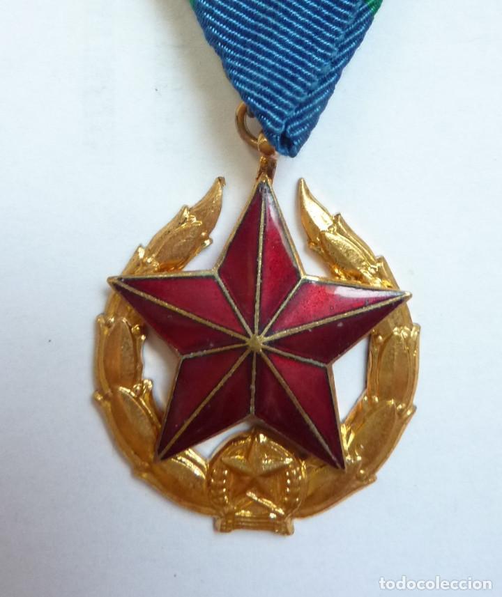 POLICIA HUNGRÍA: MEDALLA DEL MÉRITO POLICIAL (CATEGORÍA DE ORO - 1ª CLASE) - ESTRELLA ROJA (Militar - Medallas Extranjeras Originales)
