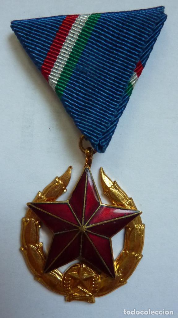 Militaria: Policia Hungría: Medalla del Mérito Policial (Categoría de oro - 1ª clase) - Estrella roja - Foto 2 - 158027166