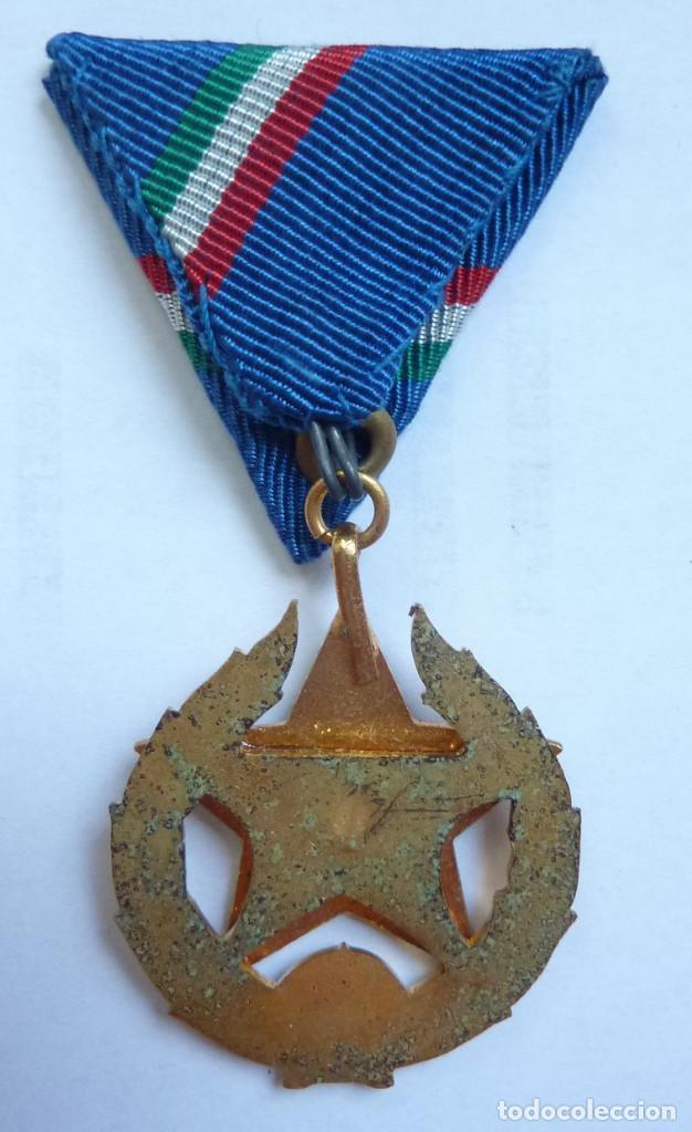 Militaria: Policia Hungría: Medalla del Mérito Policial (Categoría de oro - 1ª clase) - Estrella roja - Foto 3 - 158027166