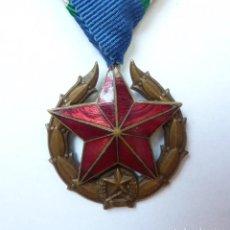 Militaria: POLICIA HUNGRÍA: MEDALLA DEL MÉRITO POLICIAL HÚNGARA (CATEGORÍA DE BRONCE - 3ª CLASE) ESTRELLA ROJA. Lote 158143802