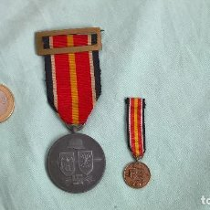 Militaria: DIVISION AZUL ..FRENTE RUSO.MEDALLA FABRICACION ALEMANA, MINIATURA FABRICACION ESPAÑOLA..ORIGINALES. Lote 161778010