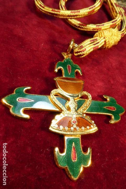 MEDALLA CON CRUZ DE LA ORDEN DEL SANTO CÁLIZ DE VALENCIA. (Militar - Medallas Españolas Originales )