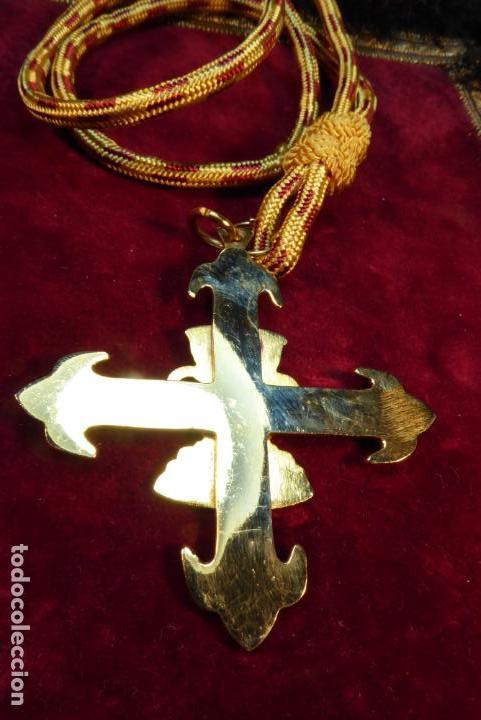 Militaria: Medalla con cruz de la orden del santo cáliz de Valencia. - Foto 3 - 161950638