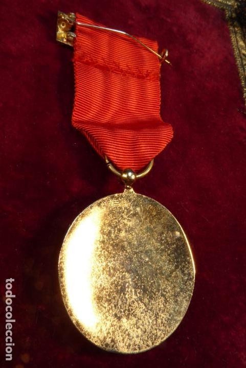 Militaria: Medalla de Caballero de la orden española de Cisneros. Época franquista. - Foto 2 - 162445322