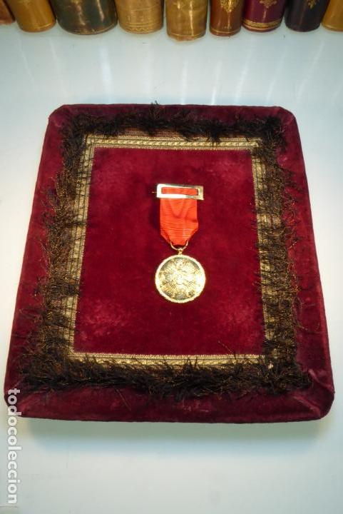 Militaria: Medalla de Caballero de la orden española de Cisneros. Época franquista. - Foto 3 - 162445322