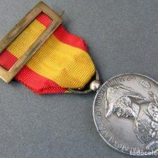 Militaria: MEDALLA CONMEMORATIVA SITIO DE ZARAGOZA 1808 1908 PALAFOX EN PLATA CON CINTA Y PASADOR ORIGINAL. Lote 162861738