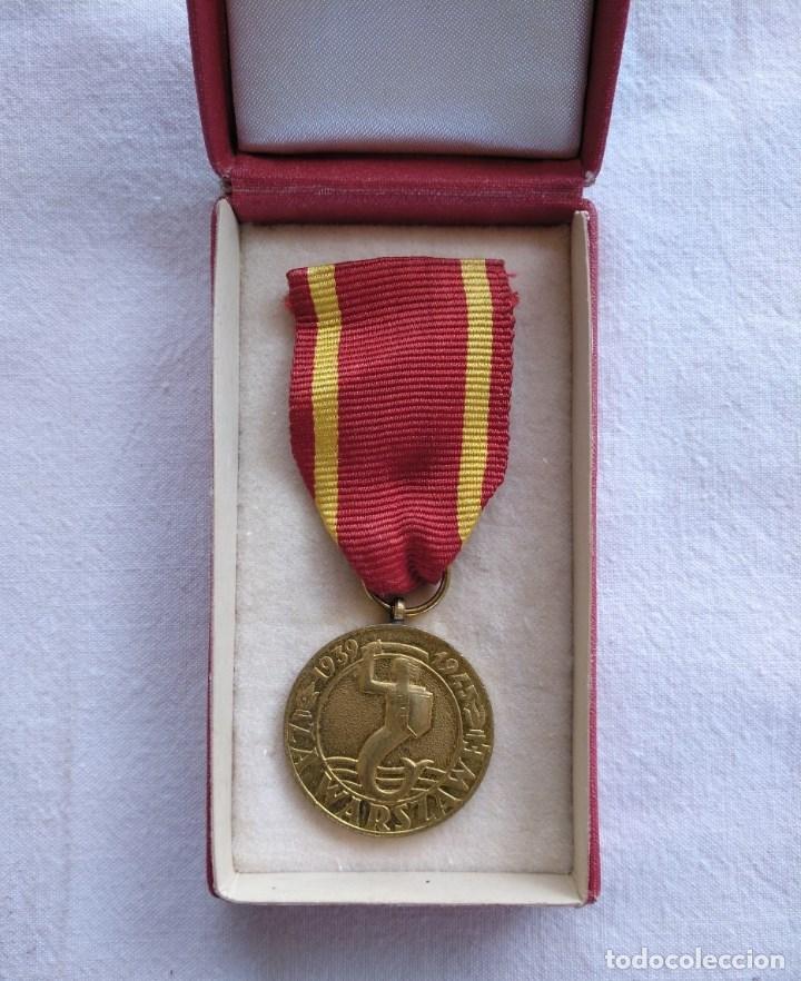 POLONIA. MEDALLA LIBERACIÓN DE VARSOVIA. IMPECABLE, EN SU CAJA ORIGINAL. (Militar - Medallas Extranjeras Originales)