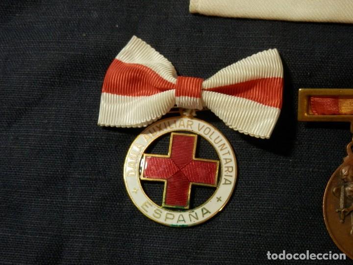 Militaria: LOTE MEDALLAS , INSIGNIAS, CONDECORACIONES, ESPAÑA, EPOCA FRANCO, ORIGINALES - Foto 2 - 163985710