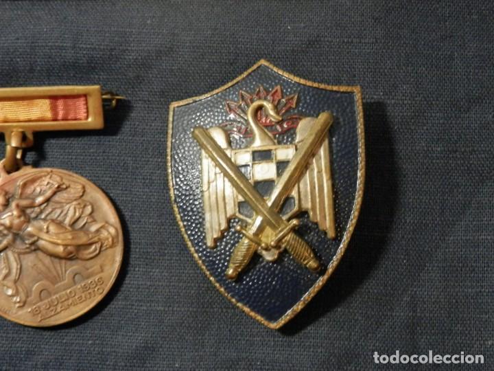 Militaria: LOTE MEDALLAS , INSIGNIAS, CONDECORACIONES, ESPAÑA, EPOCA FRANCO, ORIGINALES - Foto 4 - 163985710