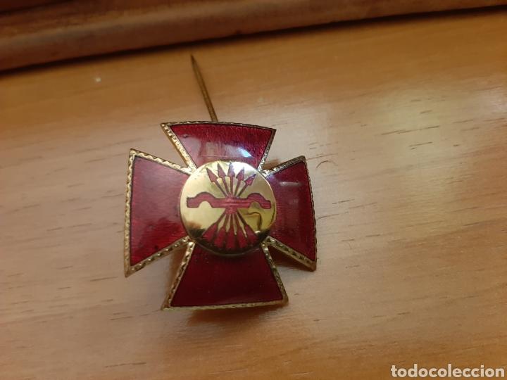 CRUZ ROJA DE FALANGE PARA DAMAS AUXILIARES. GUERRA CIVIL, DIVISIÓN AZUL. NUMERADA. (Militar - Medallas Españolas Originales )