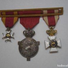 Militaria: PASADOR CON 3 CONDECORACIONES:CRUZ SAN FERNANDO 1 CL/AFRICA 1860 EN PLATA/SAN HERMENEGILDO. Lote 167241252