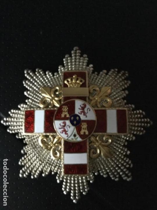 PLACA MÉRITO MILITAR ROJA PENSIONADA ÉPOCA ÉPOCA ALFONSINA FABRICADA EN CUBA EN SU CAJA ORIGINAL (Militar - Medallas Españolas Originales )