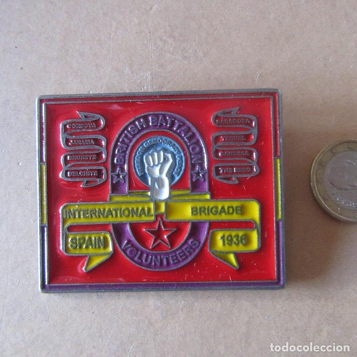 CHAPA INSIGNIA BRIGADAS INTERNACIONALES GUERRA CIVIL ESPAÑOLA REPRODUCCION (Militar - Reproducciones y Réplicas de Medallas )