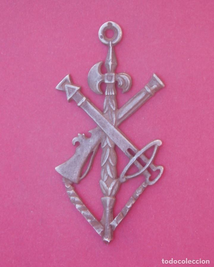 MEDALLA ANTIGUA DE PLATA DE LA LEGIÓN. 5,8 CM (Militar - Medallas Españolas Originales )