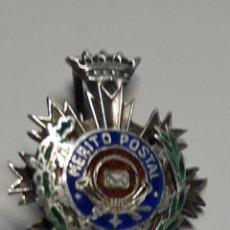 Militaria: INSIGNIA AL MÉRITO POSTAL. Lote 169598898