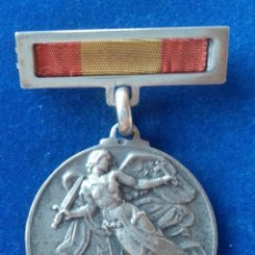 Militaria: MEDALLA DEL ALZAMIENTO Y VICTORIA 1936-1939 EN PLATA. Lote 170544248