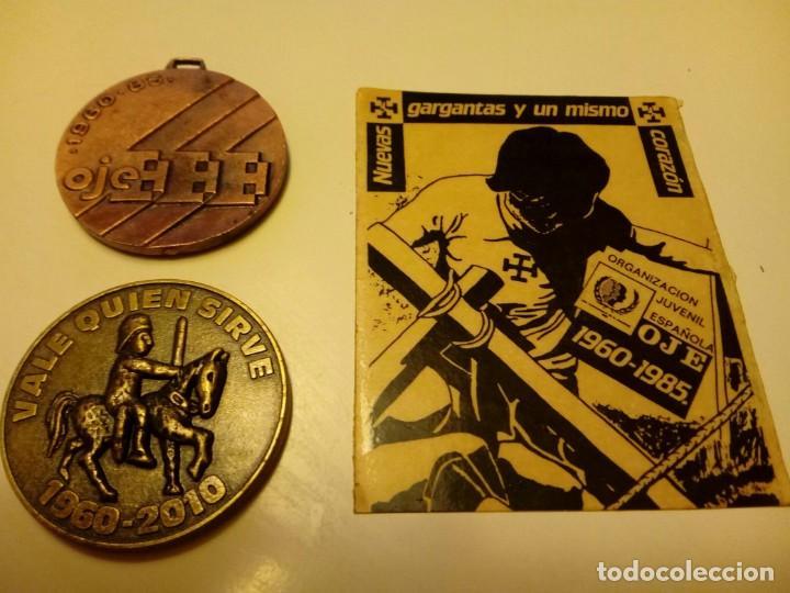 LOTE OJE: MEDALLA 25 ANIVERSARIO, PEGATINA 25 ANIVERSARIO, MEDALLA 50 ANIVERSARIO. ORIGINAL (Militar - Medallas Españolas Originales )