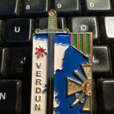 Militaria: INSIGNIA MILITAR - PIN VERDUN. Lote 171810753