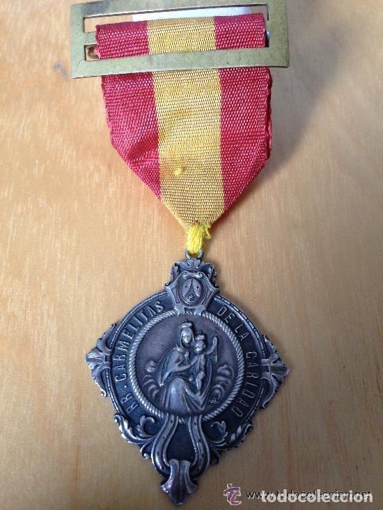 SPANISH CIVIL WAR. MEDALLA DE PLATA RELIGIOSA. RR CARMELITAS DE LA CARIDAD (Militar - Medallas Españolas Originales )
