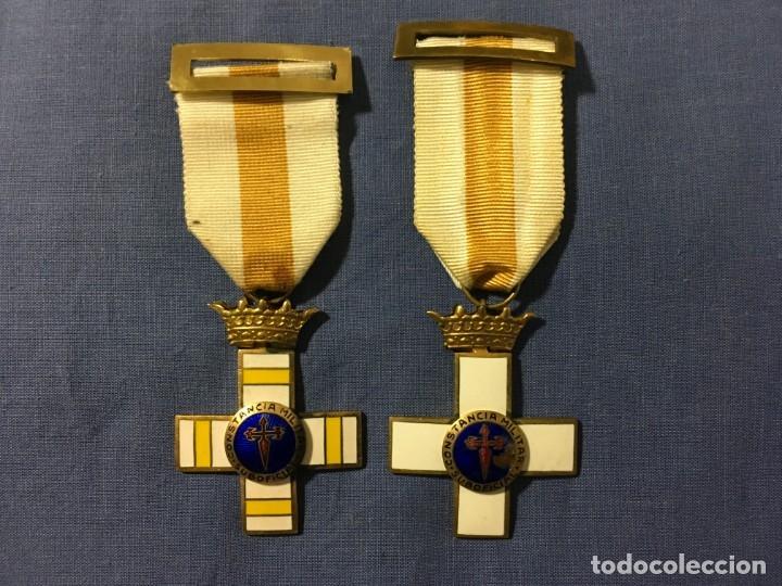 2 MEDALLAS A LA CONSTANCIA MILITAR ( 1 PENSIONABLE CON DISTINTIVO BLANCO Y AMARILLO ) (Militar - Medallas Españolas Originales )