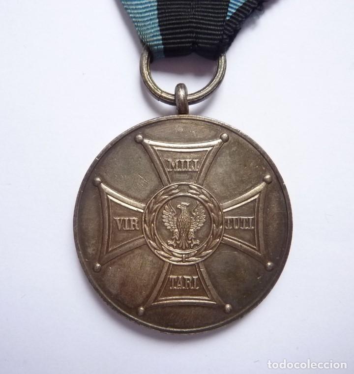 POLONIA 1944: MEDALLA MÉRITO MILITAR EN CAMPO DE LA GLORIA. VIRTUTI MILITARI. DISTINCIÓN EN COMBATE (Militar - Medallas Extranjeras Originales)
