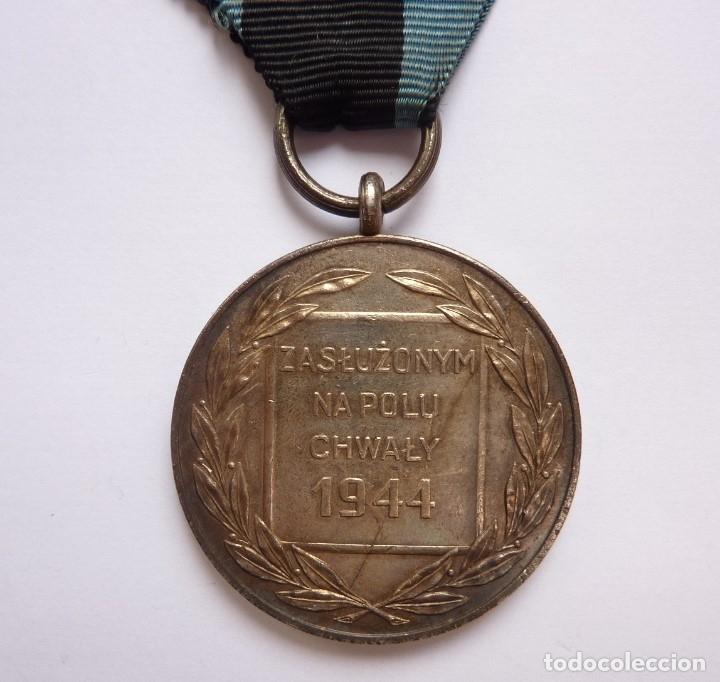 Militaria: Polonia 1944: Medalla Mérito Militar en Campo de la Gloria. Virtuti Militari. Distinción en combate - Foto 2 - 175152545