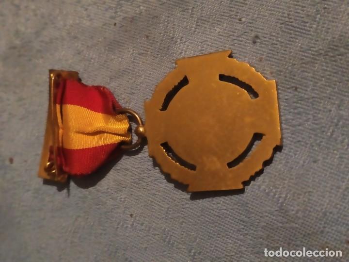 Militaria: Medalla voluntarios de Álava - Foto 3 - 175300373