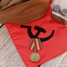 Militaria: MEDALLA URSS 70 AÑOS FFAA. Lote 175318620