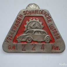 Militaria: WWII THE GERMAN BADGE VOLKSWAGEN SCHMIEDEWERK USTRON. Lote 228069700