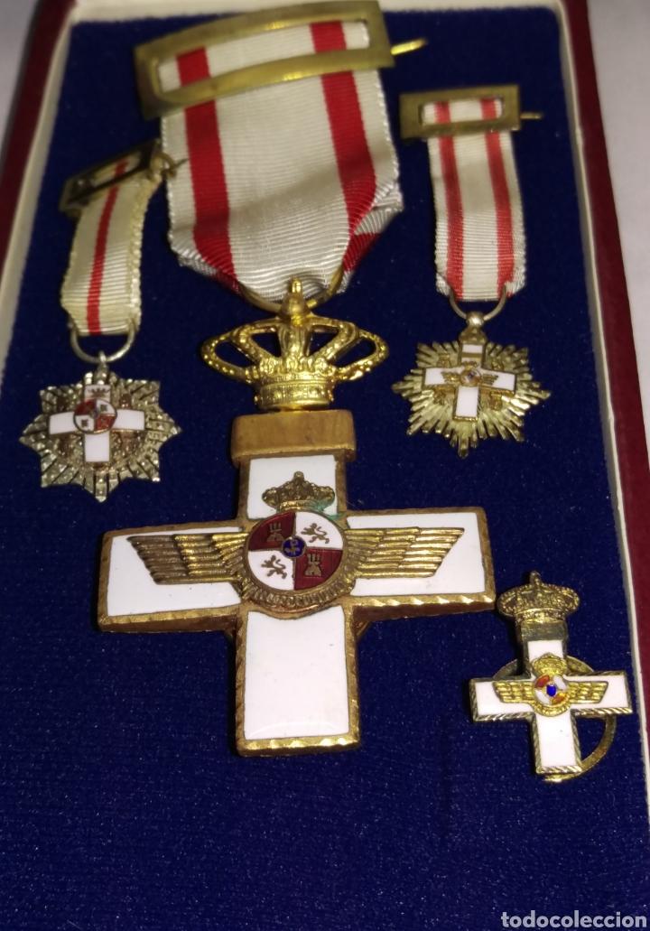 MEDALLA CRUZ AL MERITO AERONAUTICO CON MINIATURAS Y SU ESTUCHE (Militar - Medallas Españolas Originales )