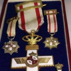 Militaria: MEDALLA CRUZ AL MERITO AERONAUTICO CON MINIATURAS Y SU ESTUCHE. Lote 176289783