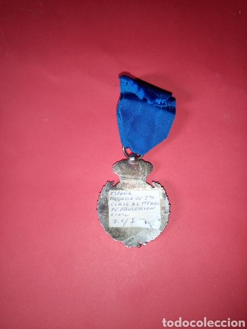 Militaria: Medalla de segunda clase al mérito de Protección Civil - Foto 2 - 177390220