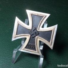Militaria: CRUZ DE HIERRO DE PRIMERA CLASE - IMANTADA. Lote 177791978