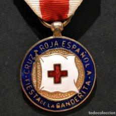 Militaria: ANTIGUA MEDALLA CRUZ ROJA ESPAÑA FIESTA DE LA BANDERITA. Lote 181613913