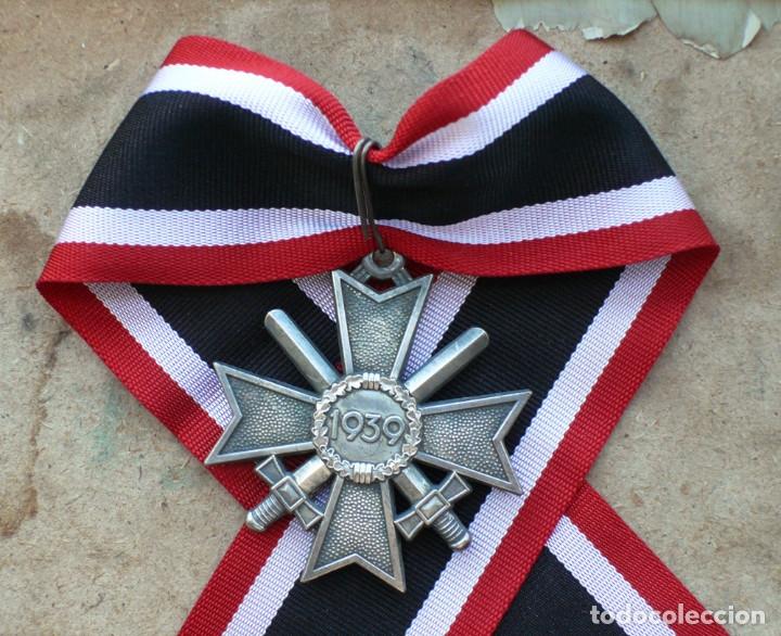 CRUZ DE CABALLERO AL MÉRITO CON ESPADAS. RITTERKREUZ DES KRIEGSVERDIENSTKREUZ. (Militar - Reproducciones y Réplicas de Medallas )
