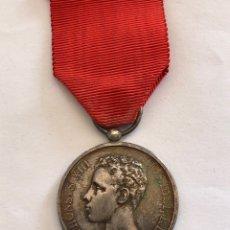 Militaria: MEDALLA DE PLATA CONMEMORATIVA DE LA MAYORÍA DE EDAD DE ALFONSO XIII. Lote 182356460