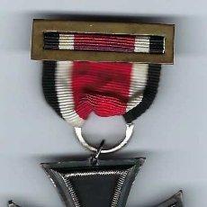 Militaria: CRUZ DE HIERRO DE SEGUNDA CLASE CON CINTA. RÉPLICA EXCELENTE. Lote 182644660