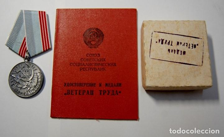 MEDALLA CHAPADA PLATA DE VETERANO DEL TRABAJO DE RUSIA CON DOCUMENTO Y CAJITA ORIGINAL.NUEVO (Militar - Medallas Extranjeras Originales)